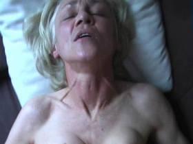 Alte Oma Rita wird heftig durchgefickt