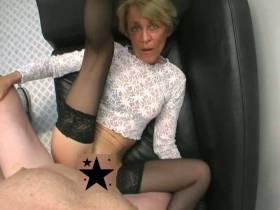 Alte Oma Sex Video - Oma Fotze bekommt Creampie